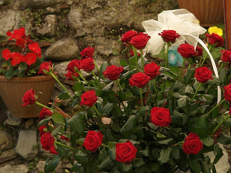 allestimento nuziale con rose rosse